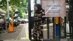 Banser Wanita Jaga Misa Jumat Agung di Gereja Katedral Jakarta