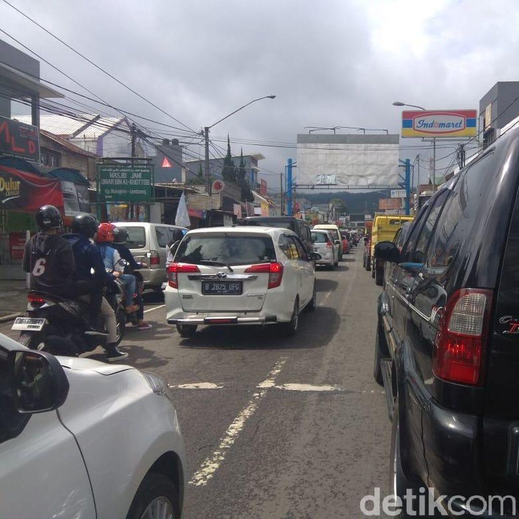 Polisi Terapkan Sistem Buka-Tutup di Jalur Wisata Lembang