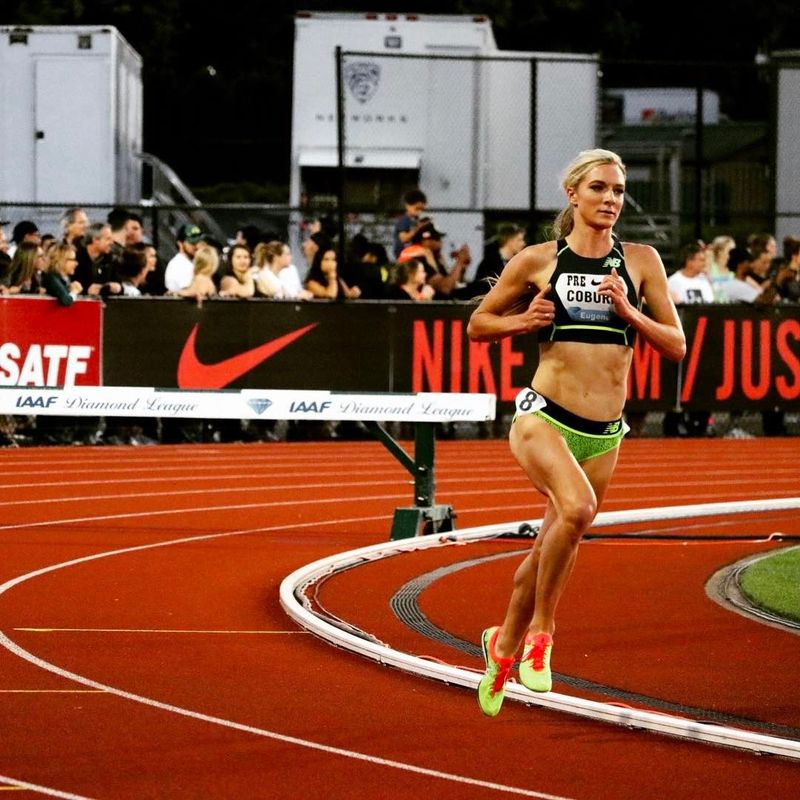 Wanita kelahiran tahun 1990 ini disebut sebagai salah satu atlet lari wanita berbakat dari AS. Dia sudah jadi langganan juara di berbagai kompetisi di negaranya (Instagram/emmacoburn)