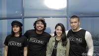 Bersama teman-temannya saat mengunjungi salah satu pusat berbelanjaan di Bogor untuk cinema visit. Foto: Ismail/detikHOT