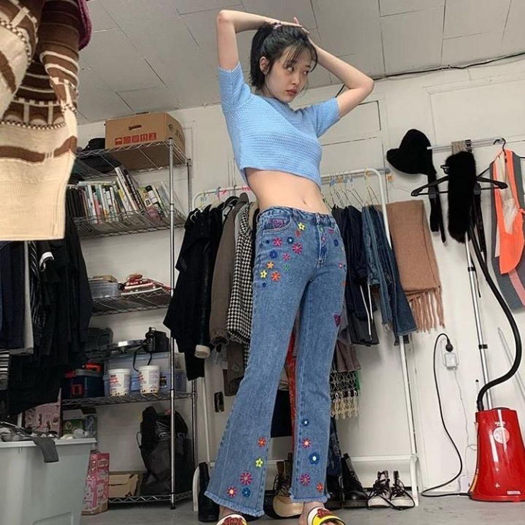 Gaya Artis Kpop Sulli yang Dihujat karena Tak Kancingkan Celana