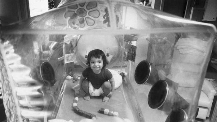 David menghabiskan hidupnya di dalam gelembung steril karena tidak memiliki imunitas tubuh. (Foto: BBC)