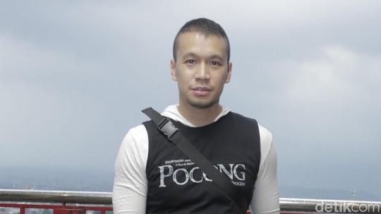 Gaya Santai Samuel Rizal