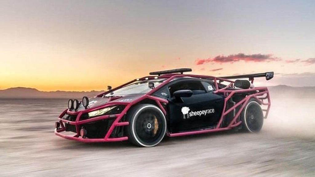 Sekujur Bodi Lamborghini Huracan Ini Dibalut Besi Terali Warna Pink