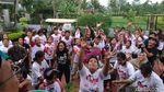 Yakin Menang, Relawan Jokowi di Banten Cukur Gundul dan Saweran