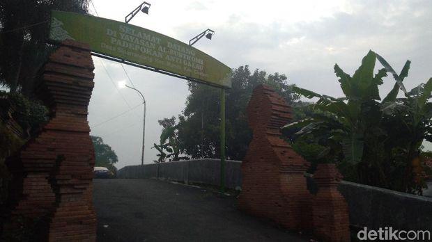Keok Pileg, Caleg Gerindra Mandi Kembang di Padepokan Anti Galau