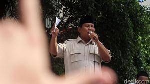 Sorak Sorai Pendukung di Acara Syukuran Klaim Kemenangan Prabowo