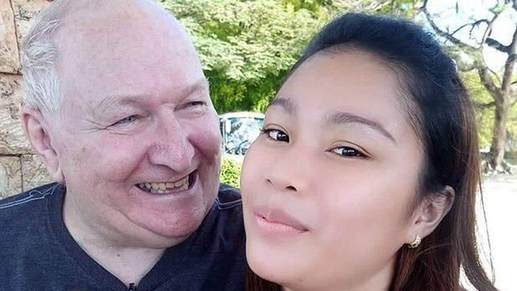 Pasangan Beda Usia 32 Tahun, Jatuh Cinta Karena Sama-sama Suka Reptil