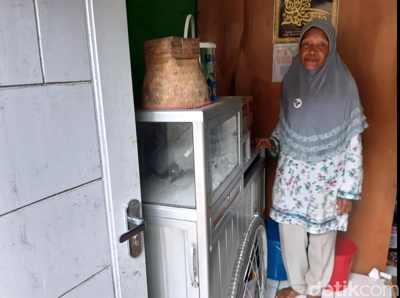 Menengok Saminem, Kartini Penjual Cilok Asal Sukabumi