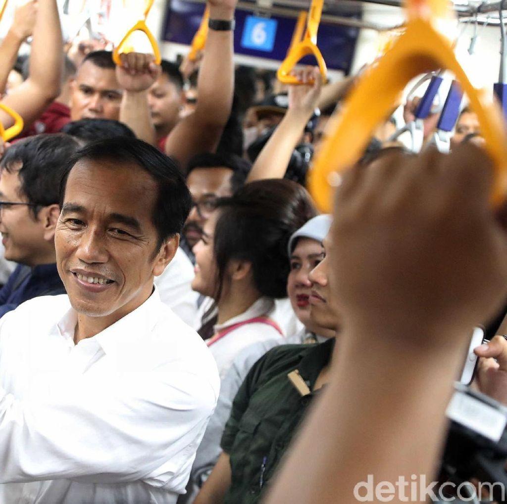 Saat Jokowi Berdesakan di MRT