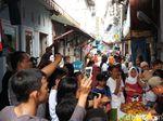 Jokowi Menang Versi QC, Warga Kampung Deret Pejompongan Potong Tumpeng