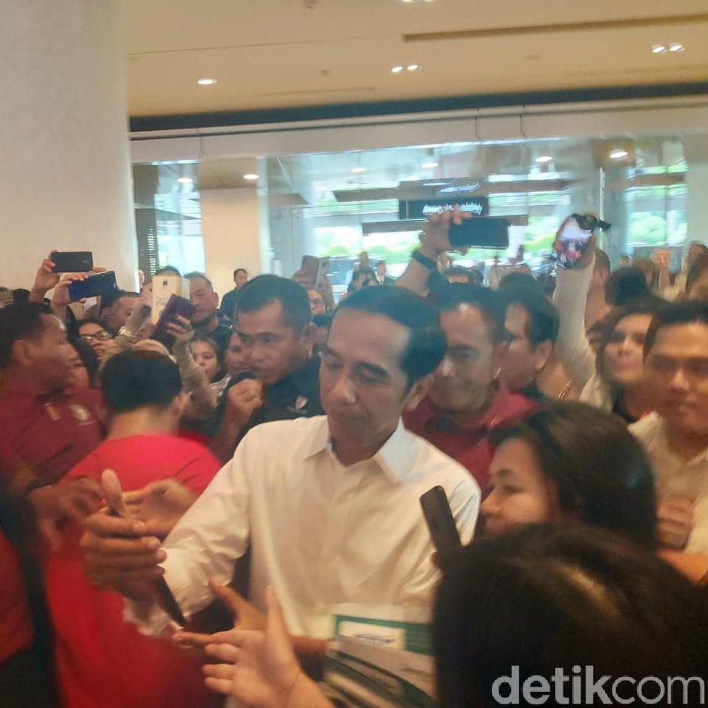 Sambangi Mal Grand Indonesia, Jokowi Diteriaki Presiden
