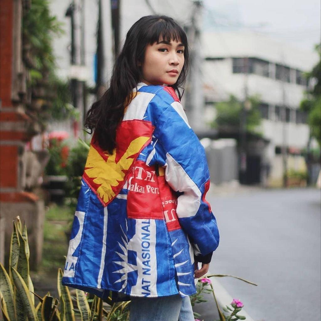 Foto: Jaket yang Viral Ini Dibuat dari Spanduk Bekas Kampanye Pemilu 2019