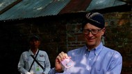 Bill Gates Pajang Foto Pakai Blangkon