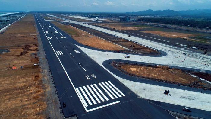 Saat ini progres pembangunan Bandara Internasional Yogyakarta untuk pengoperasian penerbangan internasional pada akhir April 2019 nanti telah hampir tuntas 100%. Pool/PT Angkasa Pura I (Persero).