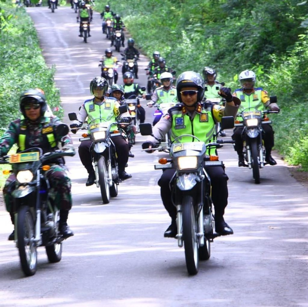 Dengan Trail, Polisi Patroli Amankan PPK di Madiun
