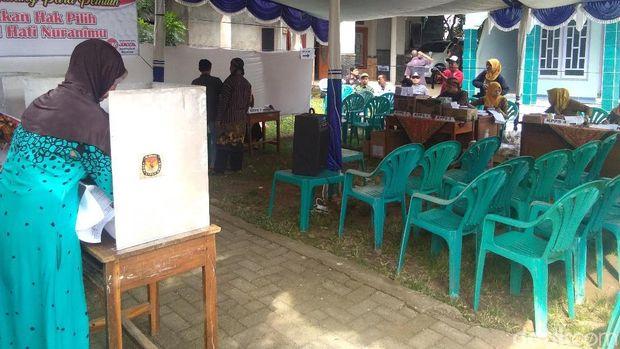 Pemungutan suara di TPS 16 Desa Welahan, Jepara.