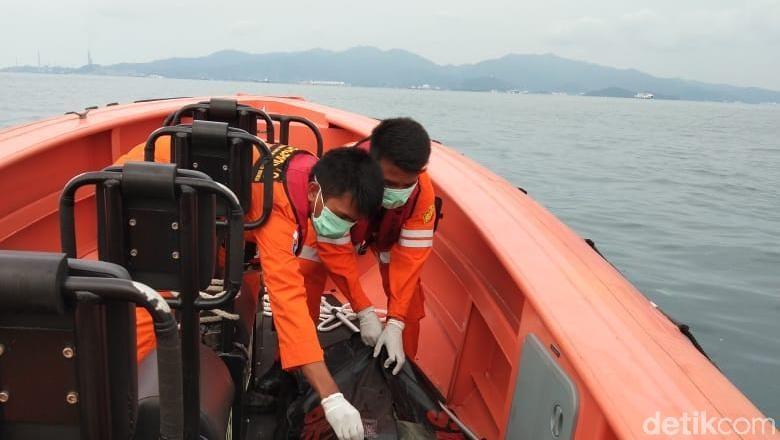 Mayat Pria Tanpa Identitas Ditemukan Terapung di Pulau Tempurung Merak