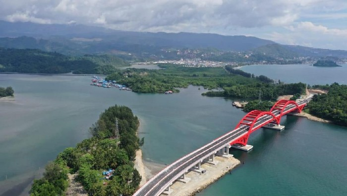 Kementerian PUPR menggenjot pembangunan di Provinsi Papua Barat. Hal itu demi membuka keterisolasian wilayah hingga menekan kemahalan biaya.