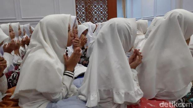 Doa bersama tasyakuran Pemilu damai.