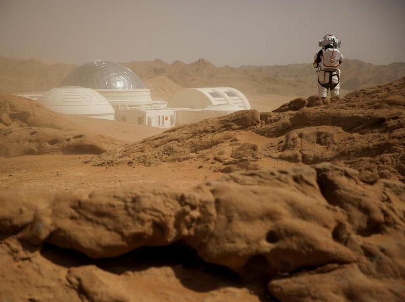 Berlokasi sekitar 40 Km dari Kota Jinchang, Provinsi Gansu, China, dapat ditemui sebuah replika Mars lengkap dengan isinya (Thomas Peter/Reuters)