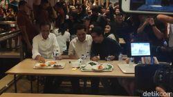 Tak Boikot Nasi Padang, Jokowi Lahap Makan Ayam Pop dan Daun Singkong