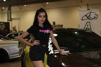 Waw, Model Ini Kepingin Jadi Pembalap Mobil