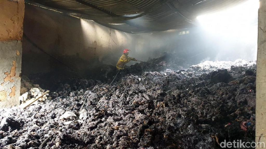 Pabrik Penggilingan Kain Kebakaran, Pemilik Rugi Rp 1 Miliar