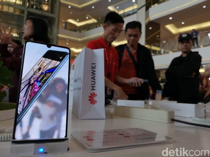 Ponsel Huawei. Foto: Agus Tri Haryanto/detikINET