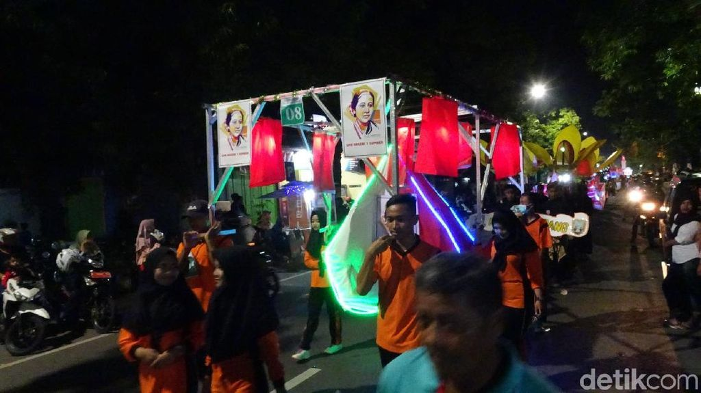 Semarak Parade Lampion Iringi Kirab Pataka RA Kartini di Rembang
