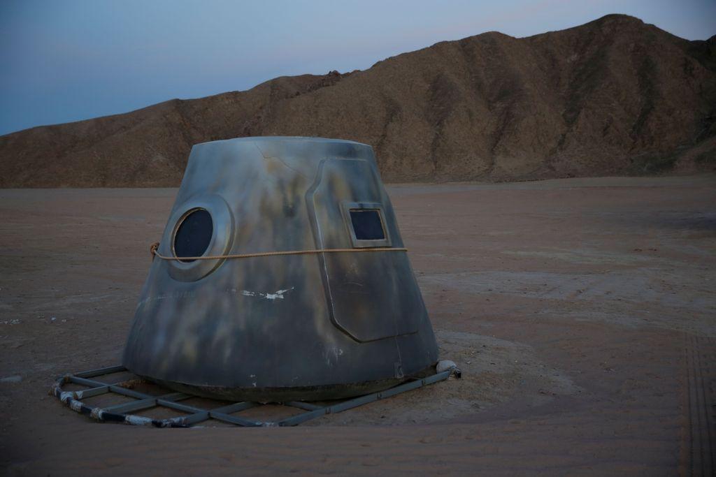 Simulator ini bernama C-Space Project Mars dan baru saja dibuka pada hari Rabu lalu. Suasananya digambarkan seperti pemukiman, namun berada di Mars. Ini pura-puranya adalah salah satu kapsul yang ada. Foto: Reuters
