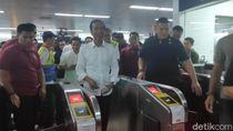 Usai Nge-mal di Grand Indonesia, Jokowi Pulang Naik MRT