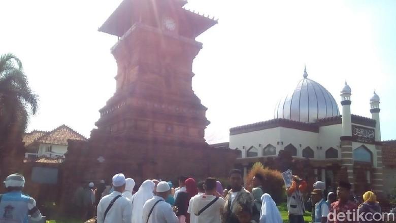 Jelang Ramadan Peziarah Mulai Padati Makam Sunan Kudus