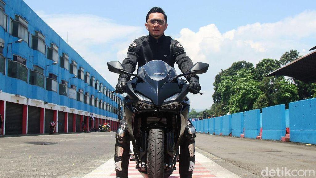 Gaya Omesh Tunggangi Honda CBR 250 RR