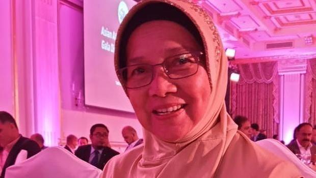 Pelatih Lalu Zohri, Eni Nuraeni Sumartoyo, mendapat penghargaan Pelatih Atletik Terbaik Asia 2019