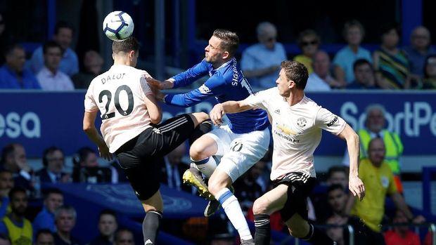 Everton tampil jauh lebih baik dibandingkan Manchester United di babak pertama.