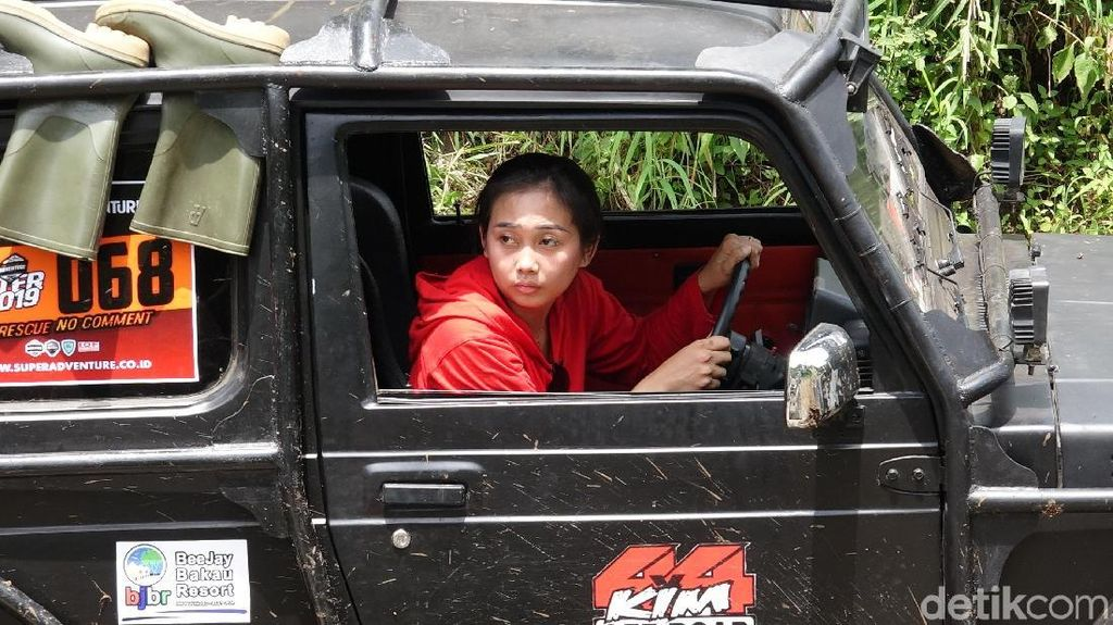 Aksi Offroader Perempuan di Hari Kartini
