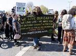 Demo Terkait Lingkungan di London Berlanjut, 718 Orang Ditangkap