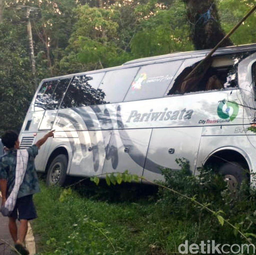 Sopir Bus Tabrak Pohon Tewaskan 2 Orang Diamankan di Rumah Warga