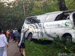 Bus Muatan Pelajar Tabrak Pohon di Sukabumi, 2 Korban Tewas Terjepit