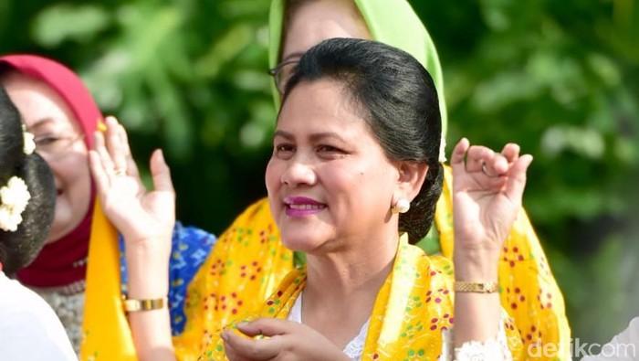 Iriana Jokowi hadiri Perayaan Hari Kartini dan Peringatan Sewindu Himpunan Ratna Busana (HRB).