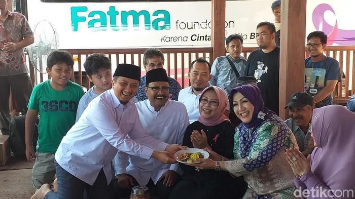 Gus Ipul dan Ustaz Yusuf Mansur saat syukuran kantor Fatma Foundation (Foto: Amir Baihaqi)