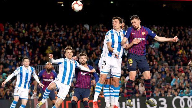 Clement Lenglet mencetak gol ke gawang Real Sociedad. (