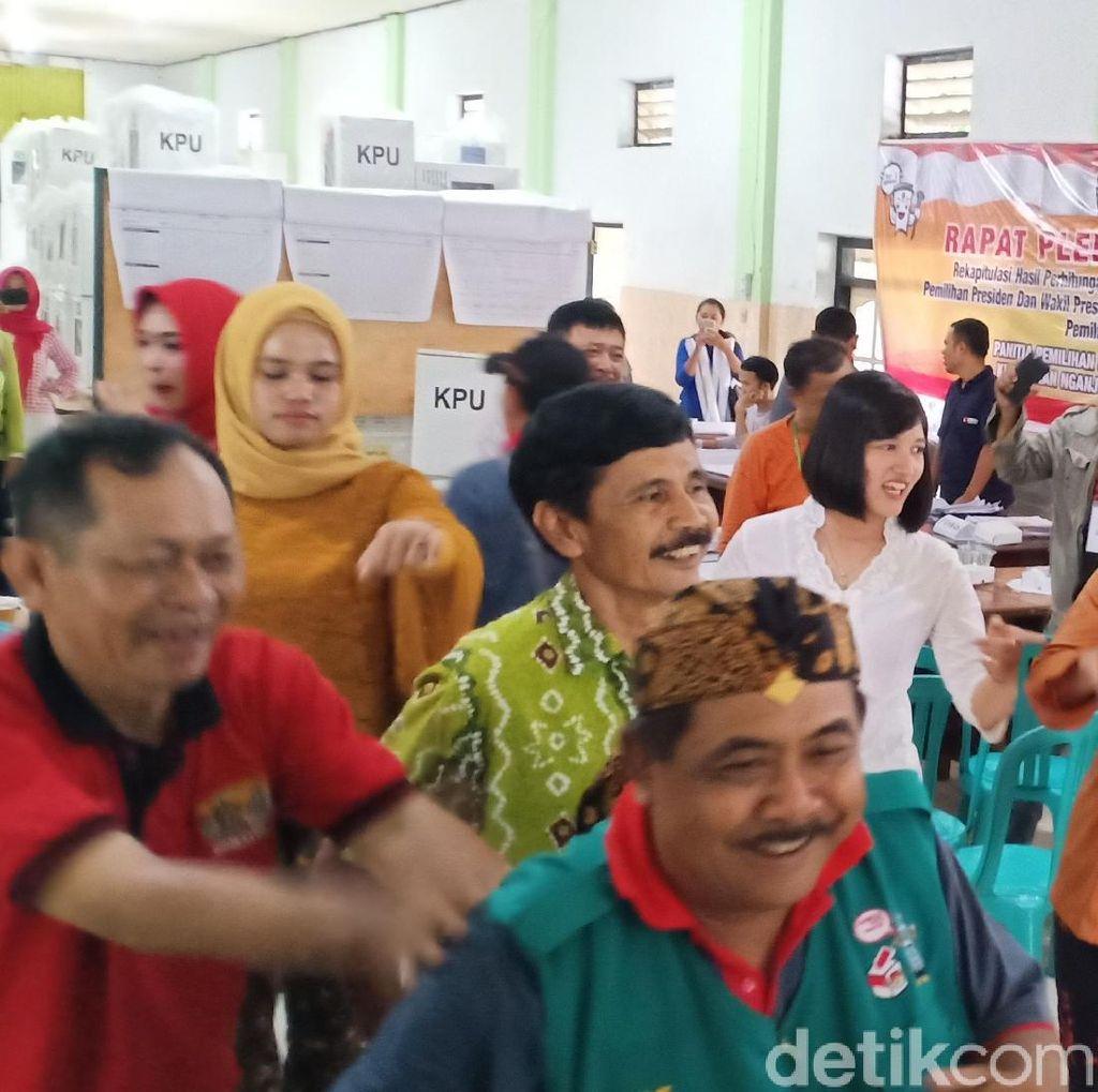 Polwan Kartini Nyinden Hibur Petugas PPS dan PPK di Nganjuk