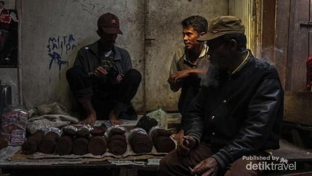 Hiruk Pikuk Penjual Tembakau Tradisional di Gowa