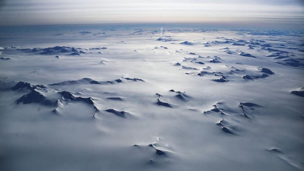 Penganut Bumi Datar Mau Terbang Pakai Roket di Antartika