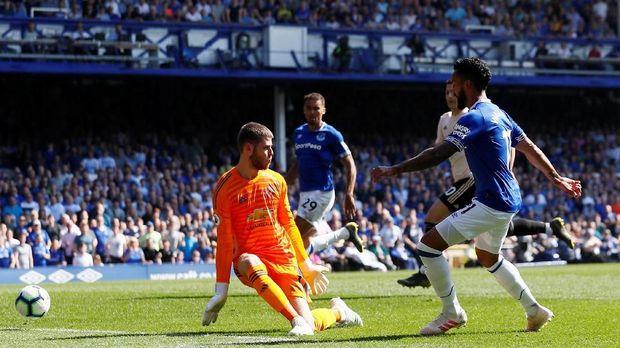 Gawang David de Gea kebobolan empat gol oleh Everton.