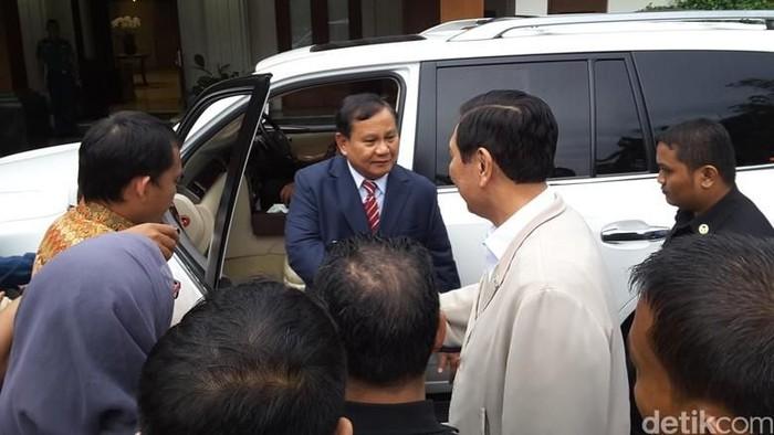 Prabowo Subianto saat bertemu Luhut Pandjaitan