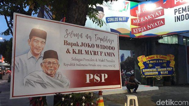 Karangan Bungan dengan Ucapan Unik Penuhi Posko Pemenangan Jokowi