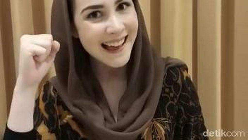 Arumi Bachsin Beri Semangat Pelajar SD yang Ujian Hari Ini
